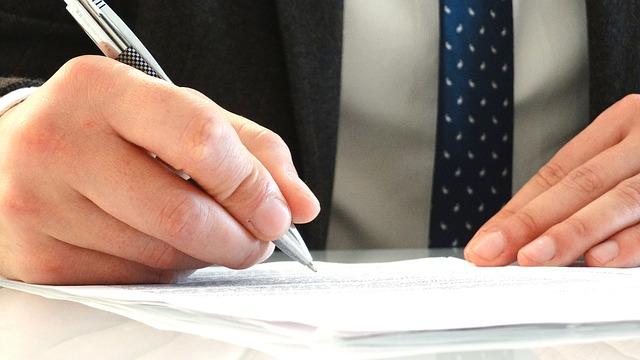 知財部員は弁理士を目指すべき?〜資格取得に要する費用・勉強時間は?